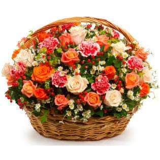 Цветы в корзинке «Гранатовый браслет»